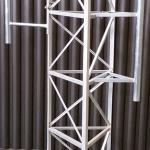 Modulo torre estaiada